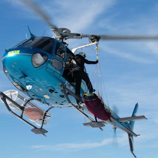 Helicoptere avoriaz en vol secours montatgne