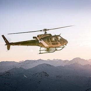 Les arcs helicoptere en vol