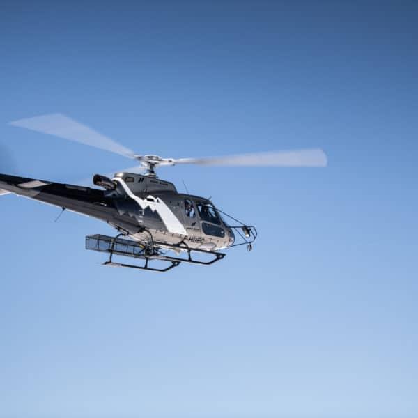 Hélicoptère en vol Annemasse