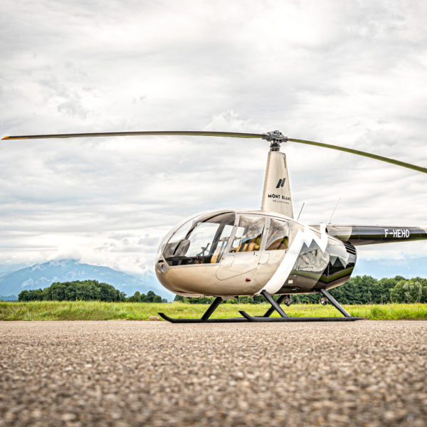 R44-Mont-blanc-helicoptere-tarmac